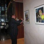 Frank bestückt seine Aufsteller - Foto von Susanne Haun