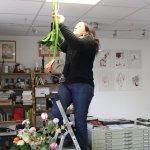 Annette hängt die Amaryllis auf - Foto von Susanne Haun