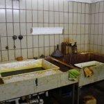 Die Waschbecken mit den Säureschalen in Bethanien - Foto von Susanne Haun