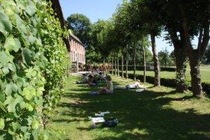 Das Wetter spielt im Klostergarten mit (c) Foto von Susanne Haun