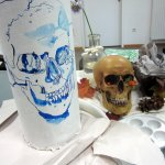Die Kopfform ist die des blauen Gewölbes (c) Foto und Zeichnung von Susanne Haun