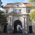 Wie ein Schlosseingang, der Eingang des Virchow Campus (c) Foto von Susanne Haun