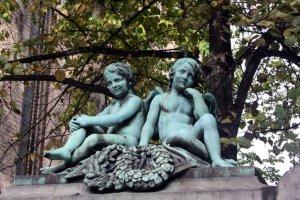 Zwei Engel vor der Trinitatis Kirke (c) Foto von Susanne Haun