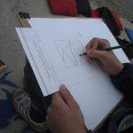 Zuerst zeichnen wir unser Motiv in klein vor (c) Foto von Susanne Haun