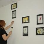Hängen der Antoniusarbeiten (c) Foto von Cordula