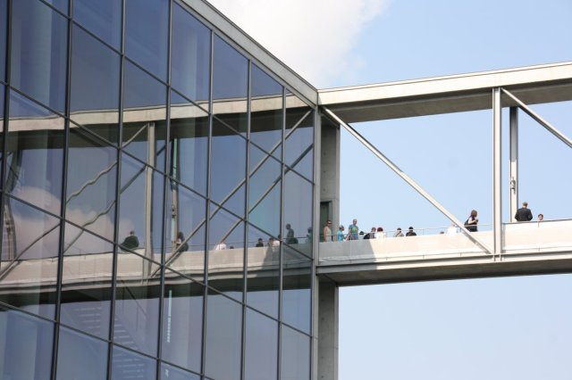 Spreebrücke vom Paul-Löbe-Haus zum Marie-Elisabeth-Lüders-Haus (c) Foto von Susanne Haun