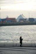 Hamburg - Susanne Haun vor der Elbphilharmonie (c) Foto von M.Fanke