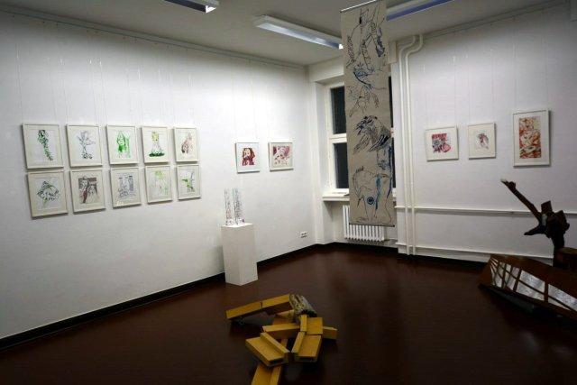 Ausstellungsansicht Querbrüche - Zeichnungen von Susanne Haun und Objekte von Gabriele D.R.Guenther (c) Foto von M.Fanke