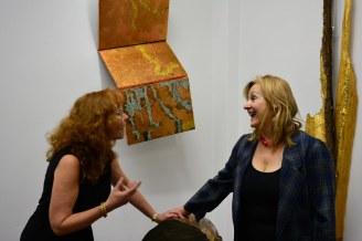 Gabriele D.R. Guenter und Susanne Haun in ihrer Ausstellung Querbrüche (c) Foto von M.Fanke