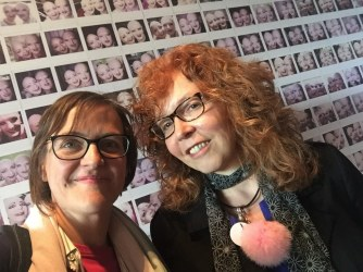 Zum Abschied noch ein Foto von Doreen Trittel und Susanne Haun im me Collectors Room Berlin zur Ausstellung von Eva und Adele, Foto von Doreen Trittel