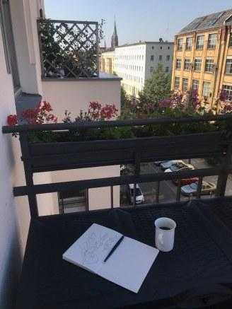 In der Morgensonne auf dem Balkon zeichnen (c) Foto von Susanne Haun
