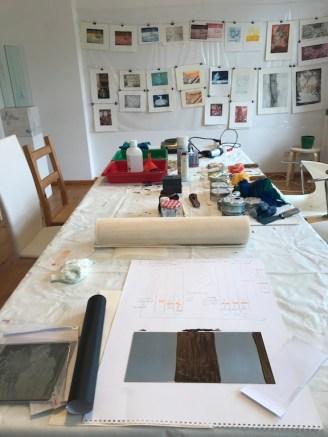 Alle Materialien liegen bereit zum Radieren (c) Foto von Susanne Haun