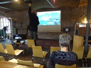 Aufbau der Präsentation Eiswelten, Roswitha Mecke, M.Fanke, Gerhard Kern (c) Foto von Susanne Haun