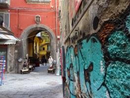 Neapel - Altstadt - Spaccanapoli - Foto von Susanne Haun (c) VG Bild-Kunst, Bonn 2019