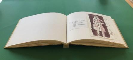 Bindung des Künstlerbuches für Itha Bonitz (c) Susanne Haun
