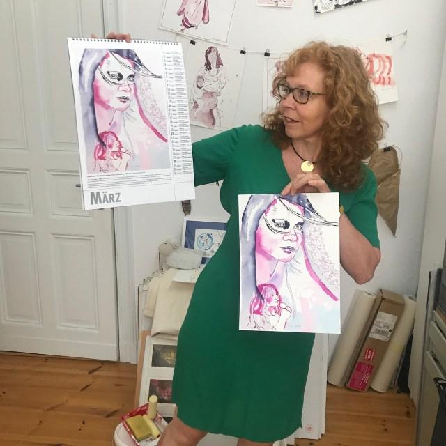 Susanne Haun präsentiert den Musikerinnen Kalender, Utz Benkel Verlag (c) Foto von M.Fanke