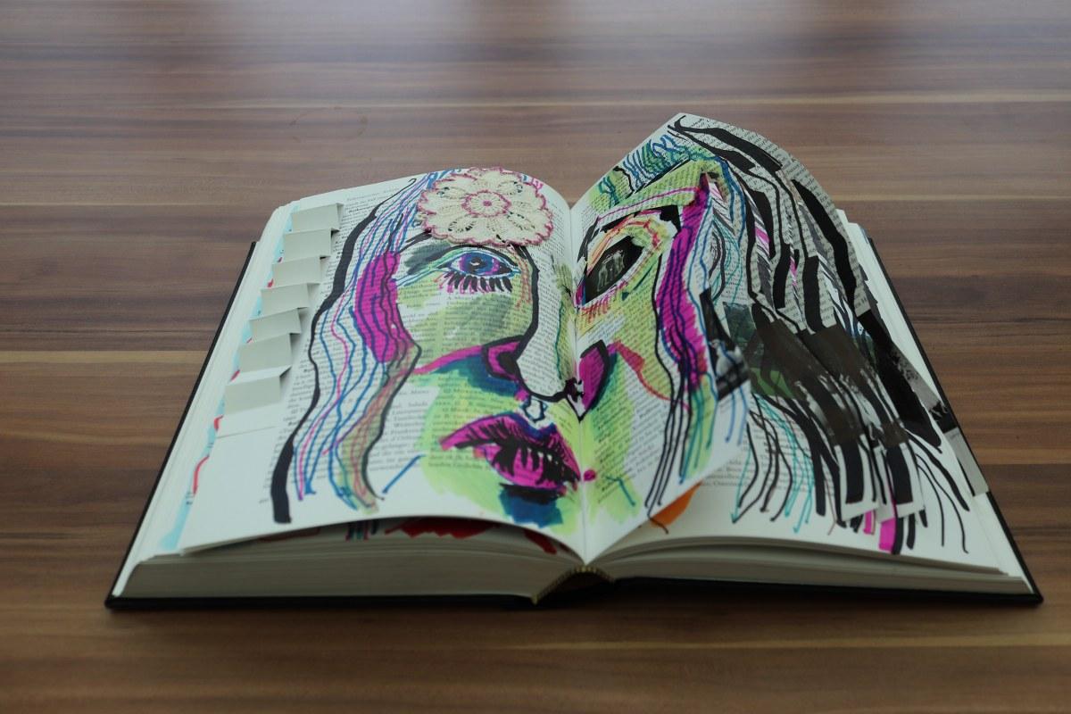 Irgendwann wird der Mensch müde, 24 x 37 cm cm, Marker auf Brockhaus, Aneignung, Zeichung von Susanne Haun (c) VG Bild-Kunst, Bonn 2021