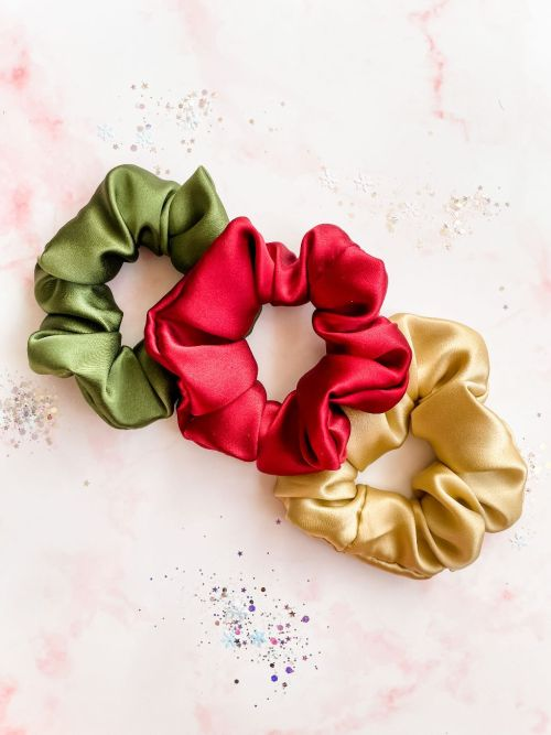 #Giveaway! Holiday Gift Set of Silk Scrunchies in Ivy, Cranberry and Gold