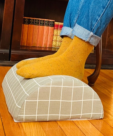 Cushy Footrest from Dr. Cushions encourages proper desk posture and prevents back and neck pain!
