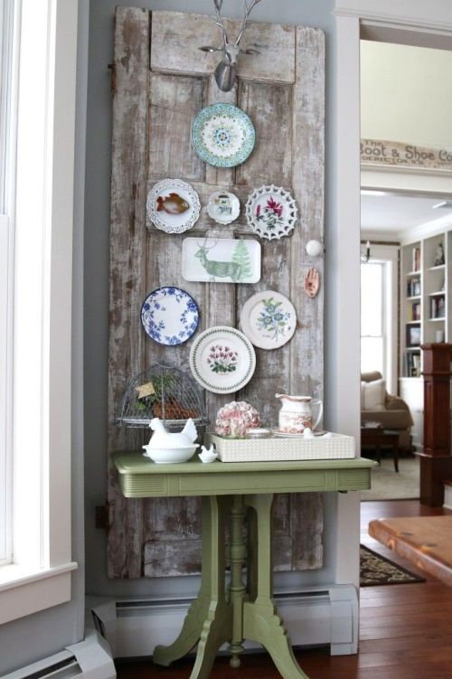 How to decorate a plate wall