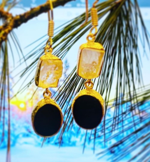 #Giveaway! $42 Onyx and Raw Crystal Earrings