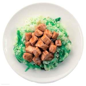 WOK с салатом чука и куриной грудкой