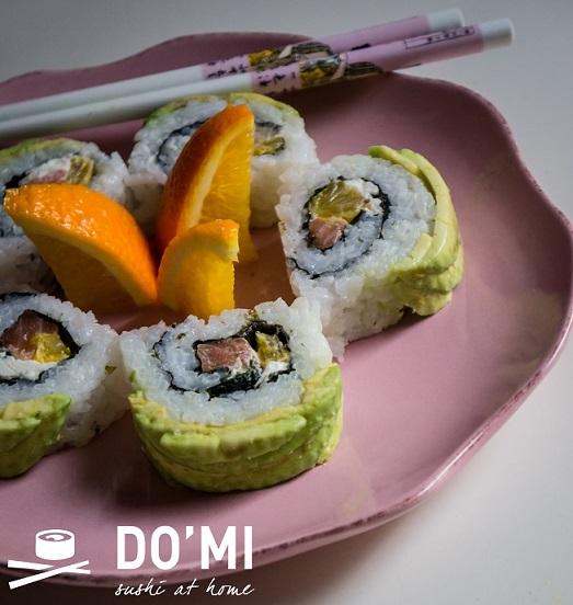 sushi z pomarańczą