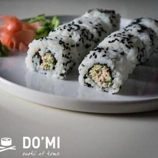 FILM – Uramaki z sałatką z tuńczyka i ogórka