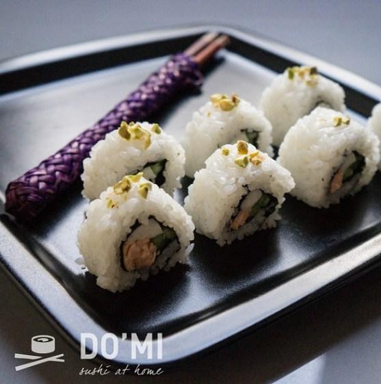 Sushi z łososiem i pistacjami