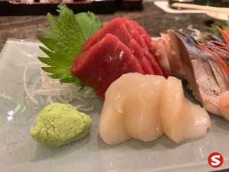 maguro (tuna back), hotategai (scallop) sashimi