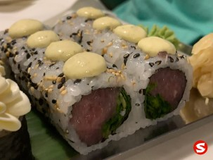 maguro (tuna back) uramaki (inside out roll) with aioli