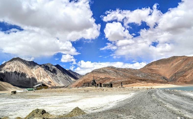 In moto in Ladakh tra le vette dell'Himalaya 001