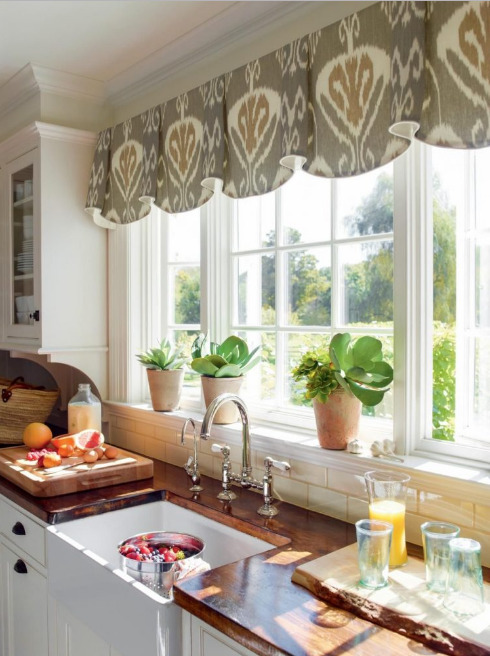 jendela-dapur-dengan-pemandangan-kebun-rumah