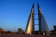 cool-pics-of-the-bahrain-world-trade-center-has-built-in-wind-turbines-8