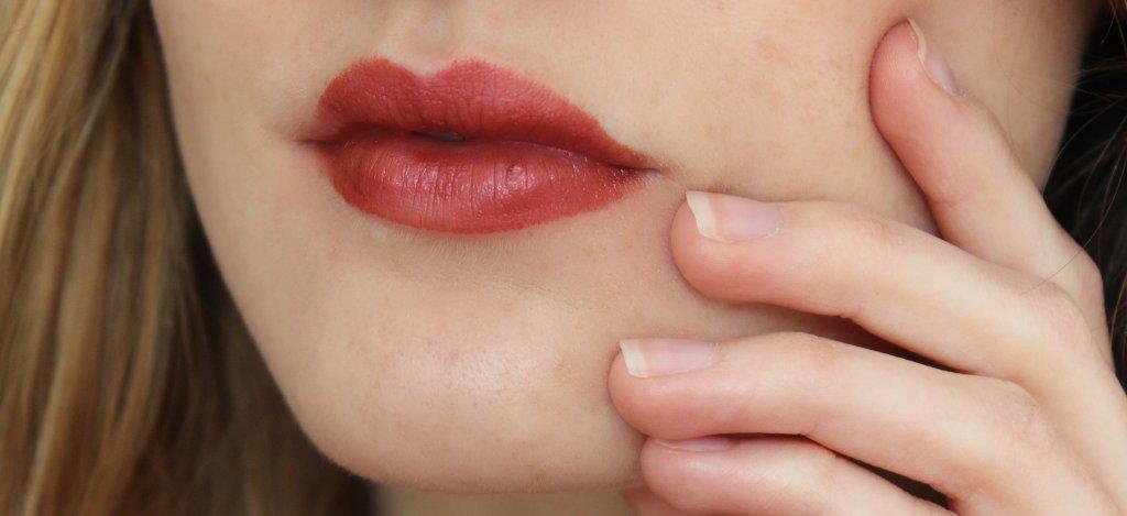 Pure Anada petal Perfect lipstick ruby