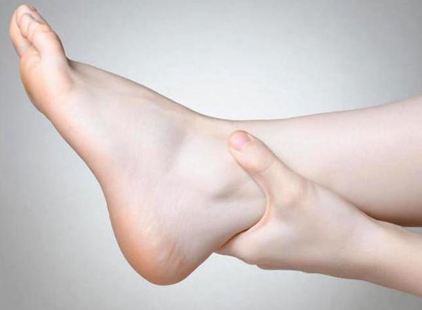 Разрыв межберцового синдесмоза голеностопного сустава лечение. Повреждение синдесмоза голеностопного сустава. Основные симптомы повреждения