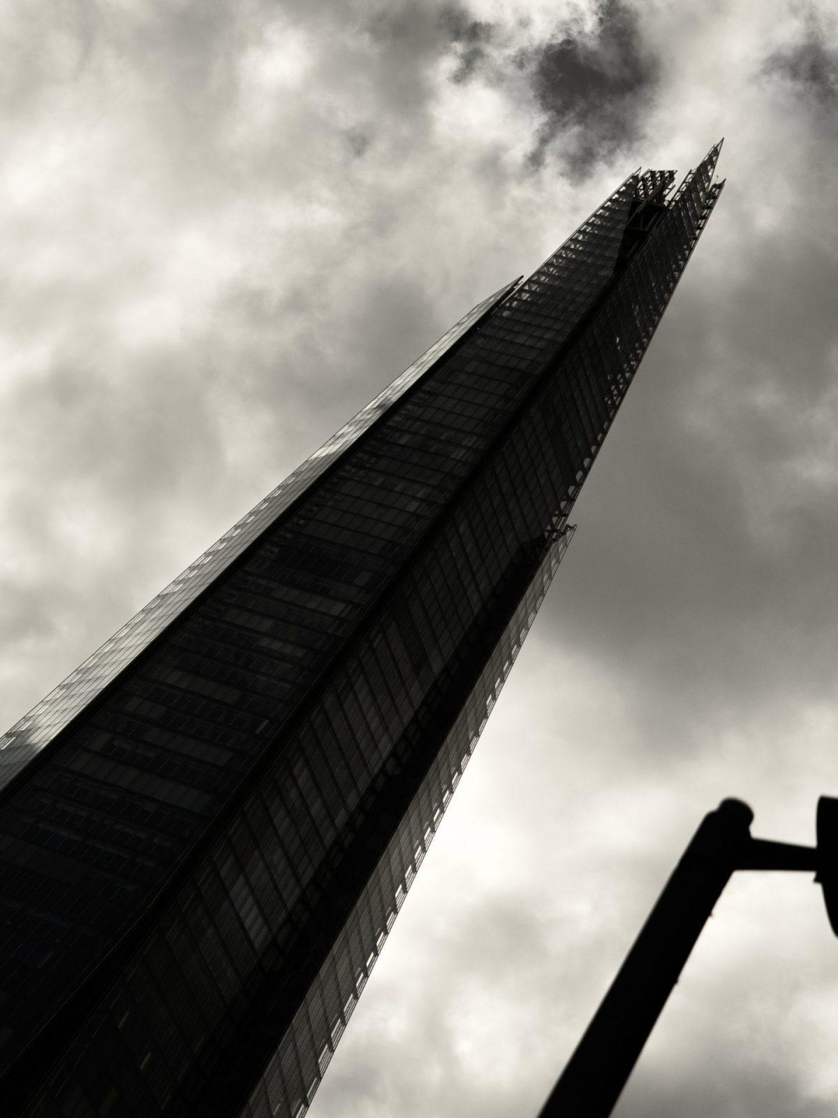 London London4-04327