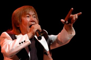 串田アキラの身長・年齢・高校から年収・代表曲などチェック!