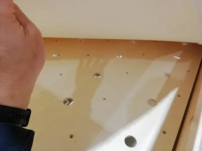 無印良品の2段ベッドの床板は有孔ボード