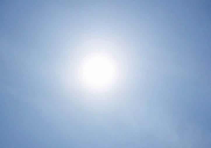 エアコンがフル活動する暑い夏がくる前に! ~窓ガラスに張るだけのひと工夫~