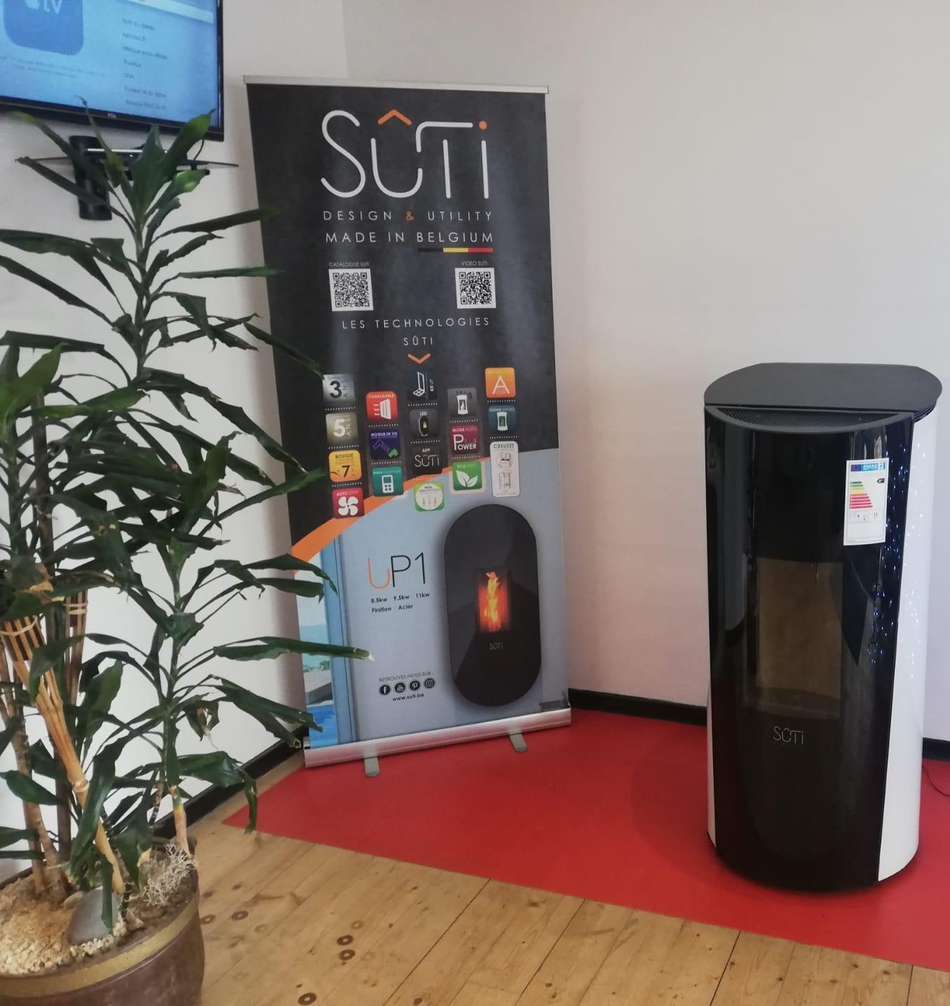 Sûti Design & Utility | Poêle à pellet IP1 verre blanc