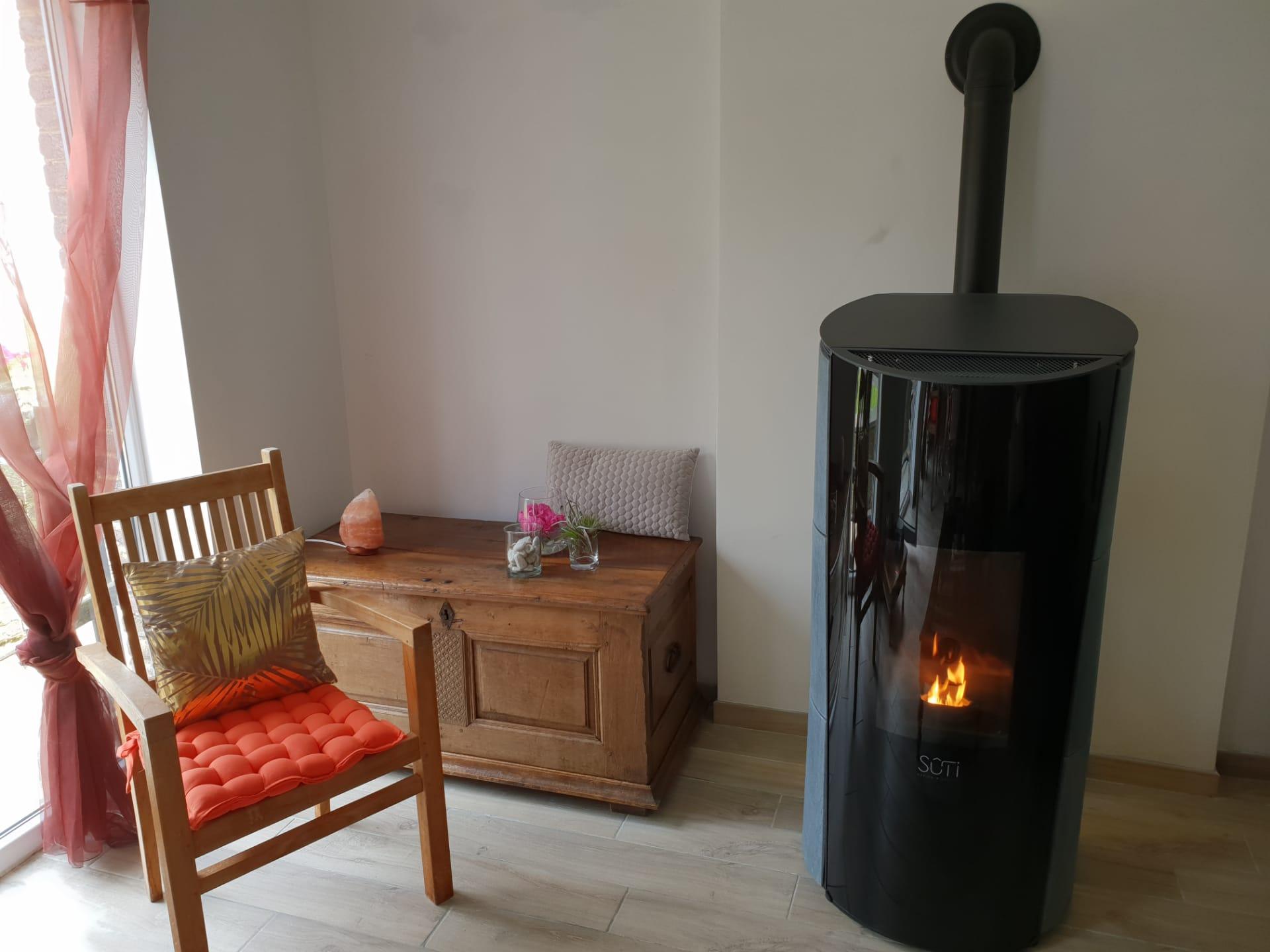 Sûti Design & Utility | Poêle à pellet IP1 pierre