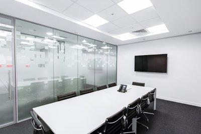 Desain Ruang Meeting Monochrome - Sutomo Tower - Space office - Sewa kantor di Medan