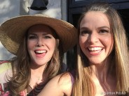 Lauren Graham and Sutton Foster on the set of Gilmore girls A Year in the Life
