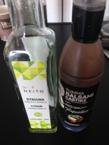 Neito-sitruunaöljy ja Rajamäen balsami-kastike