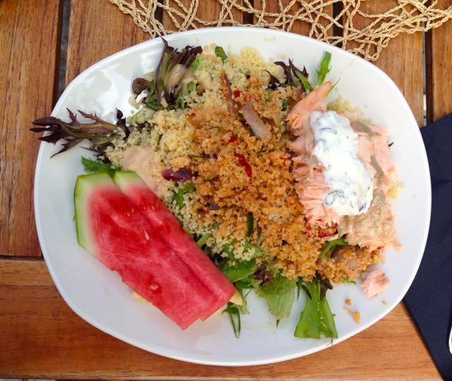 Tårget salaatillisen sanansaattajan lounas