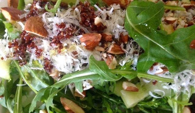 Salaatti nro 63 – Rucola-parmesan-mantelisalaatti