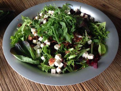 Valmis Helenan salaatti
