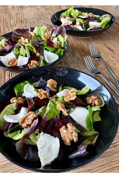 Punajuuri_mozzarella_mörkö_salaatti