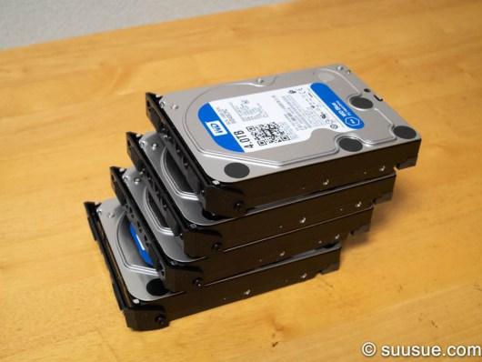 4台のHDDにハンドルを付けたところ
